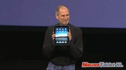 Steve Jobs shows iPad
