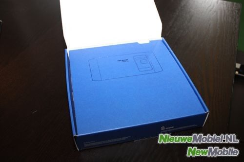 Nokia n8 box open
