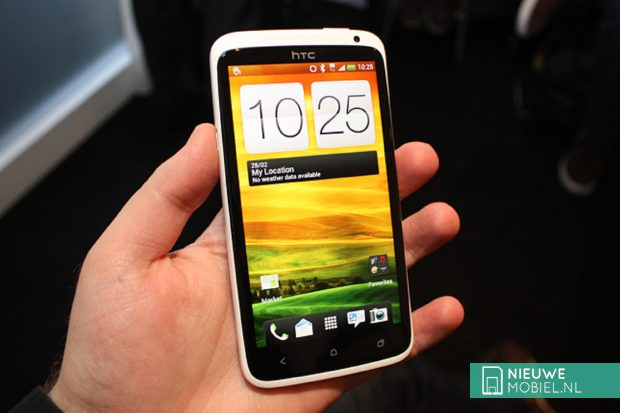 HTC One X in hand