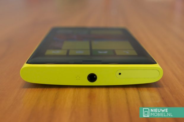 Nokia Lumia 920 top
