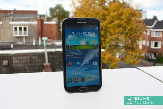 Samsung Galaxy Note 2 outside