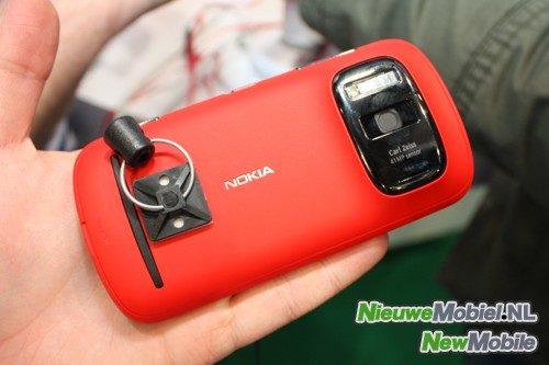 Nokia 808 Pureview rear
