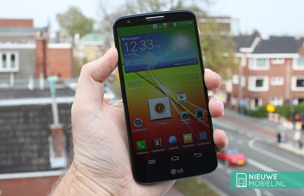 LG G2 in hands