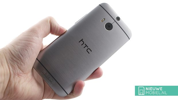HTC One M8 rear in hands