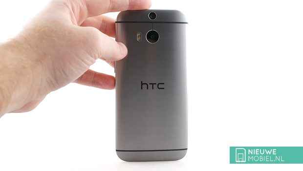 HTC One M8 rear handson