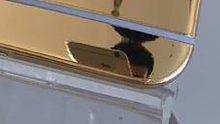 HTC maakt persfoto van gouden One M9 met iPhone