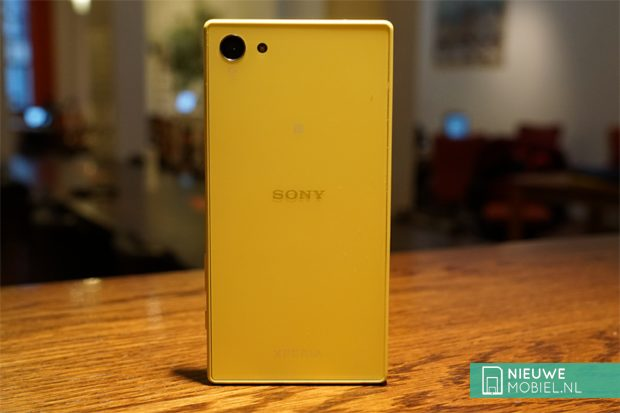 Sony Xperia Z5 Compact back