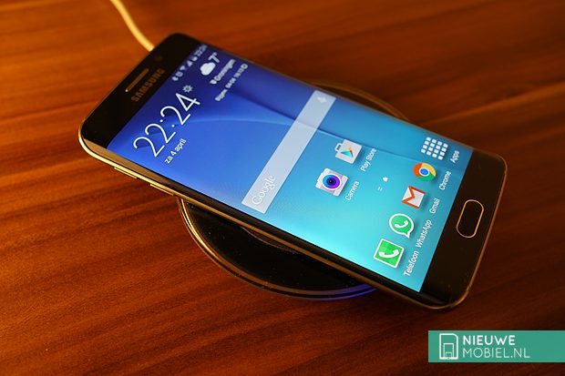 Samsung Galaxy S6 edge on Wireless Charger