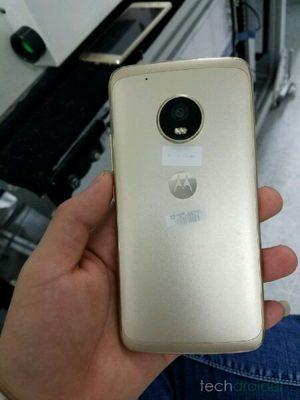 Motorola Moto X (2017) achterkant