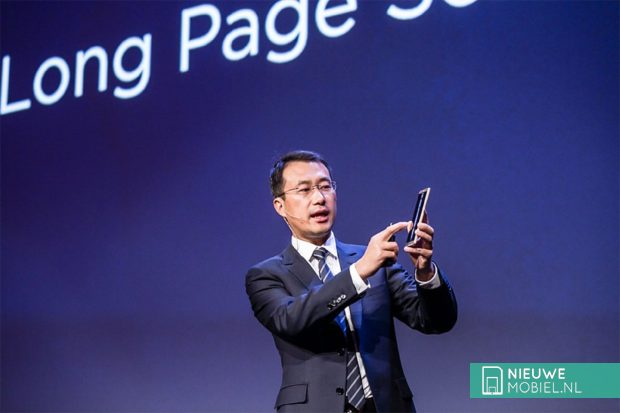 Kevin Ho toont Huawei Mate 8