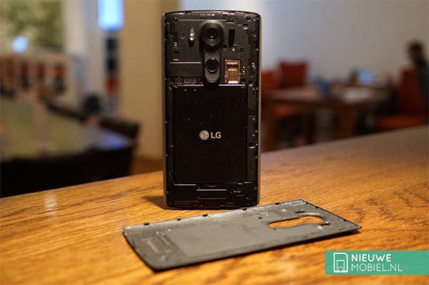 LG V10 inside
