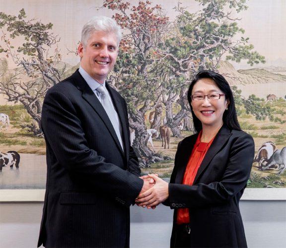 Rick Osterloh en Cher Wang