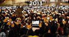 Paus Franciscus hekelt mobiele telefoon