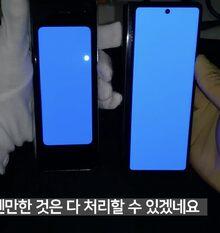 Samsung Galaxy Z Fold2 neben dem OG Fold; wesentliche Verbesserungen auf den ersten Blick /via @Kuma_Sleepy