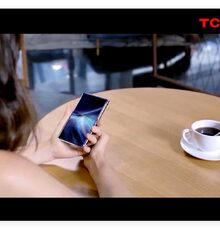 TCL displays 6.7-inch roll-up AMOLED screen