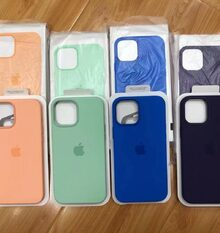 And there are the new iPhone cases! Photo via @TommyBo50387266 https://t.co/IbFOPRUrTg