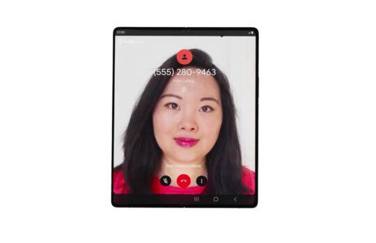Google ha aumentato la valutazione delle app e l'impegno delle app rendendo Google Duo adatto agli schermi pieghevoli come sul Galaxy Z Fold 2. Compresa l'opzione da tavolo