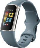 Fitbit Charge 5 blauw voorkant rechterzijkant gesloten