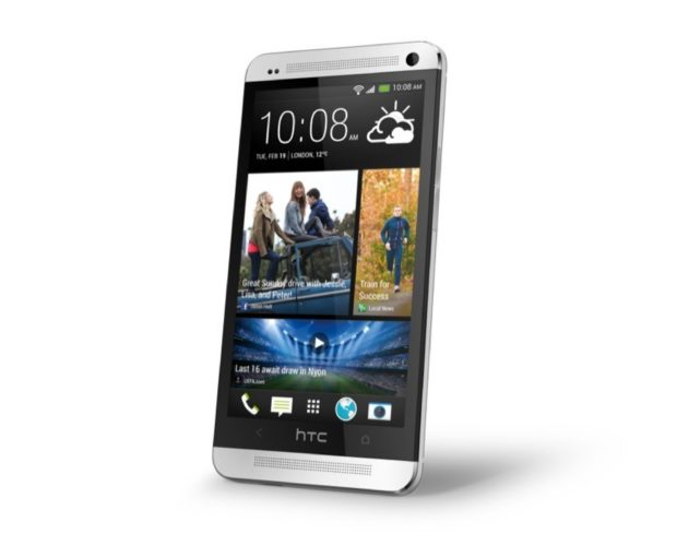 HTC One zilver schuin