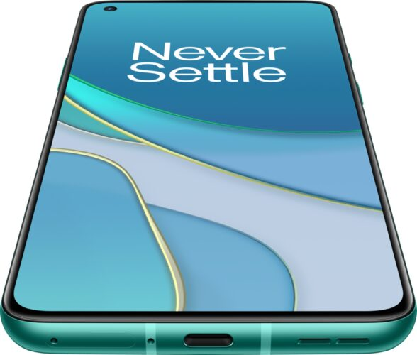 OnePlus 8T verde copertina frontale in basso