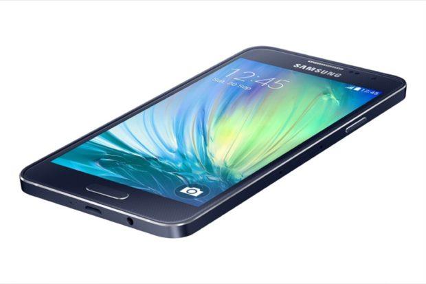 Samsung Galaxy A3 schuin dynamic zwart